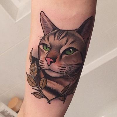 tatuagem grande de cabeça de gato realista