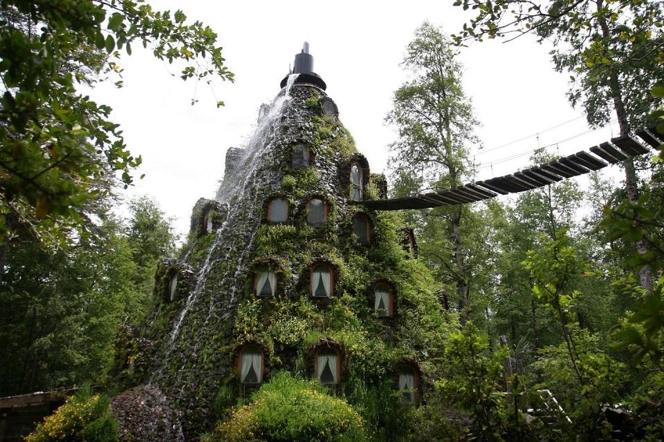 O Hotel Montaña Mágica parece ter saído de um conto de fadas.