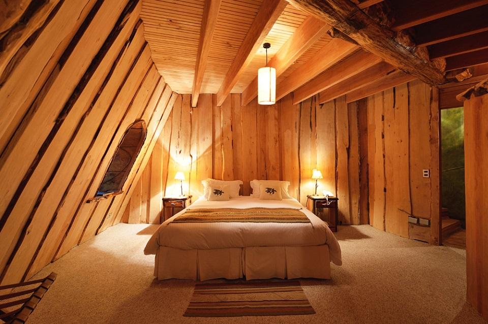 O interior do Hotel Montaña Mágica é feito 100% de madeira de reflorestamento.