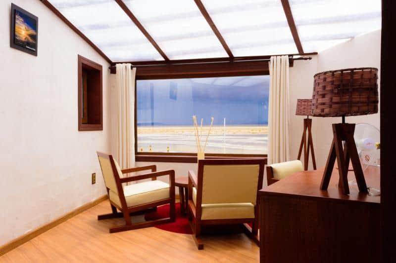Vista para o salar de Uyuni no Palácio de Sal.