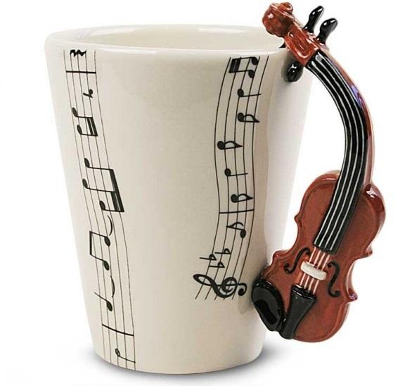 Canecas em formato de instrumentos musicais